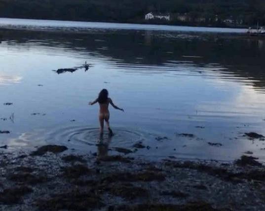 Michelle Rodriguez plavky nepotřebuje.