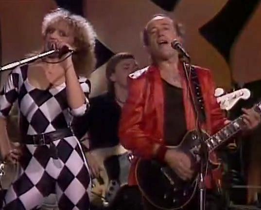 Petra Janů a Petr Janda zpívají duet Jedeme dál. Psal se rok 1984.