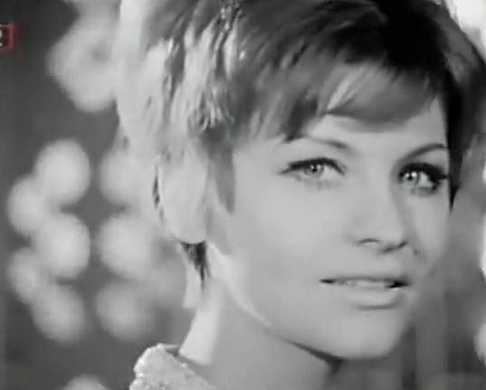 Helena Blehárová v písni V dálce tráva hoří (1969)