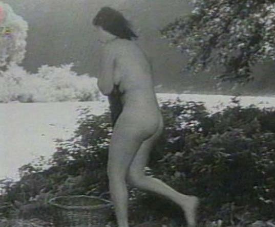 Herečka se ukázala úplně nahá.