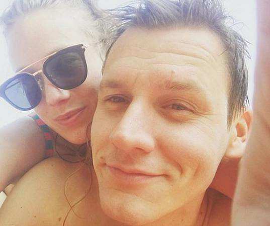 Miminko má se snoubencem Ondřejem.