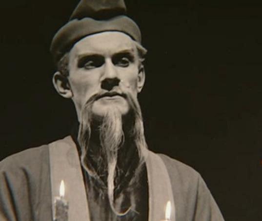 Oblíbený herec ztvárnil bezpočet zajímavých divadelních rolí.