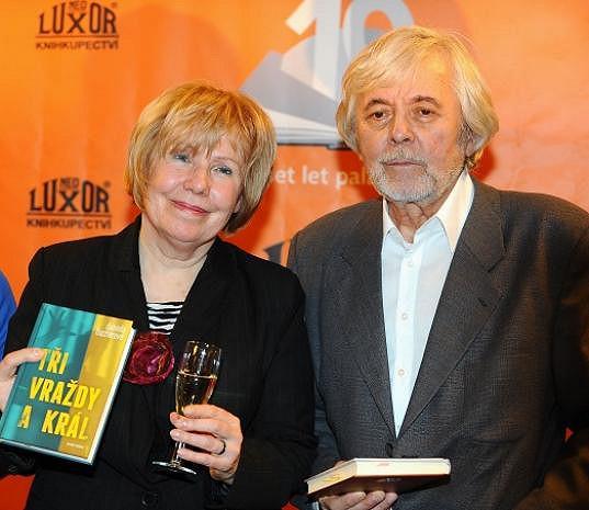 Abrhám byl kmotrem detektivky spisovatelky Daniely Fischerové.