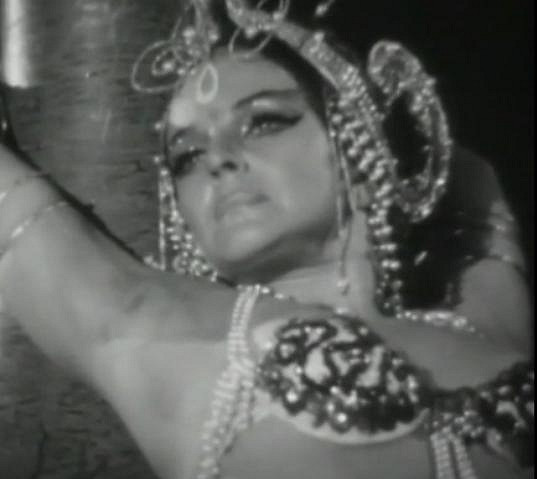 Slávku Budínovou znají diváci hlavně jako blondýnku. V několika rolích se objevila i coby tmavovláska.