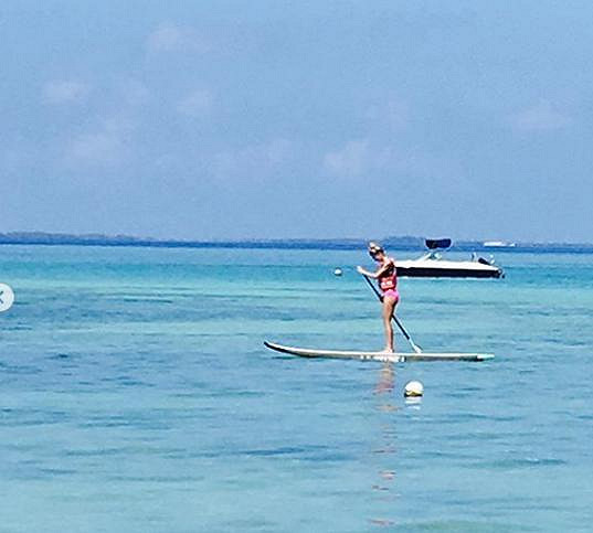 Tereza vyzkoušela i paddleboarding.