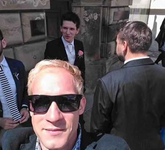 Dnes už je z něj ženáč. Na svatbě nechyběl ani jeho kamarád ze SuperStar Zbyněk Drda.