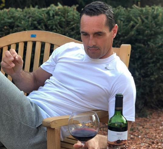 Víno je pro něj velkou vášní.