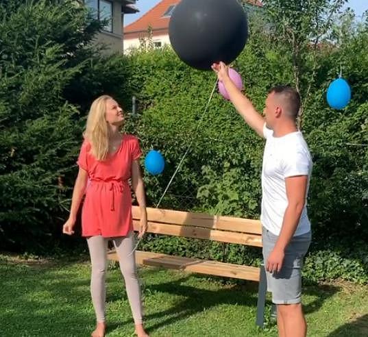 Modelka s partnerem připravila tzv. gender reveal párty, kde se s rodinou dozvěděli pohlaví miminka.