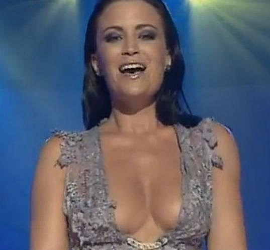 Gábina Partyšová se před sedmi lety nebála zazpívat v tomto odvážném outfitu.