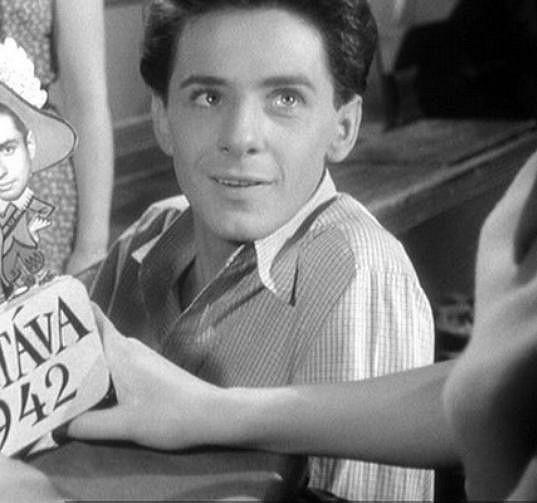 Ivan Mistrík ve své nejznámější filmové roli. Jako Vlastík Ryšánek je ve filmu Vyšší princip se svými spolužáky zastřelen.