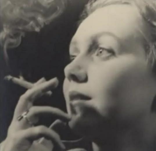 Jiřina Jirásková si nikdy neodpustila kouření oblíbených cigaret a doutníčků.