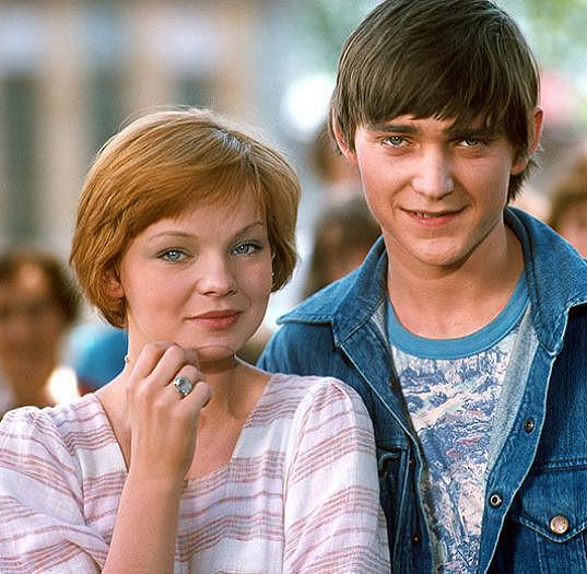 Monika Hálová a Vladimír Dlouhý ve filmu Hop - a je tu lidoop (1977)