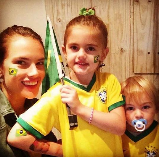 Alessandra Ambrosio nadšeně fandila Brazílii.