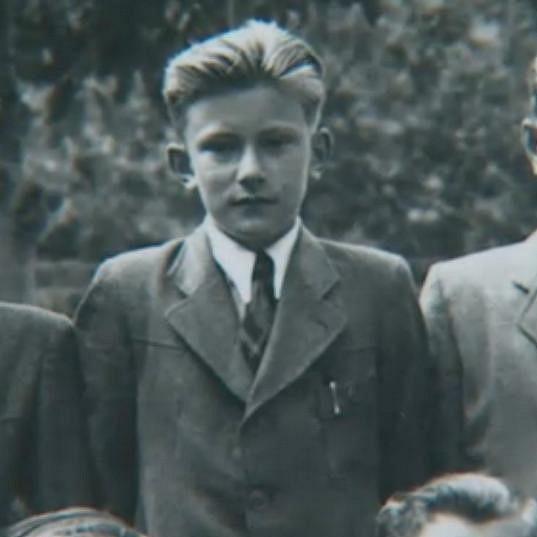 František Husák v mládí studoval vojenskou školu.