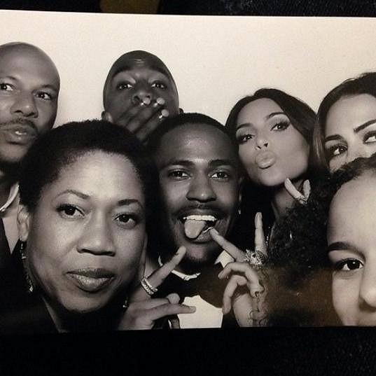 Reality hvězda si musela pořídit pár selfies s přáteli po vzoru oscarové párty.