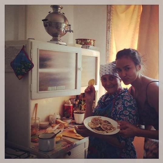 Irina Shayk ráda jezdí za odpočinkem ke své milované babičce.