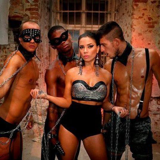 Odvážný videoklip zpěvačky Suzie Hroncové vzbudil u našich slovenských sousedů velké pozdvižení.