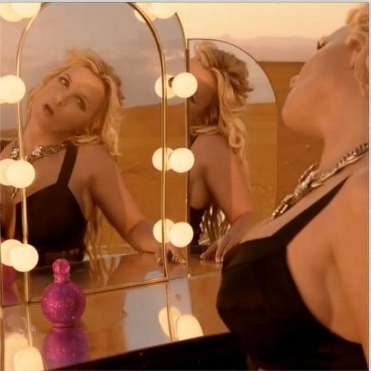 Britney natáčela tři dny na poušti.