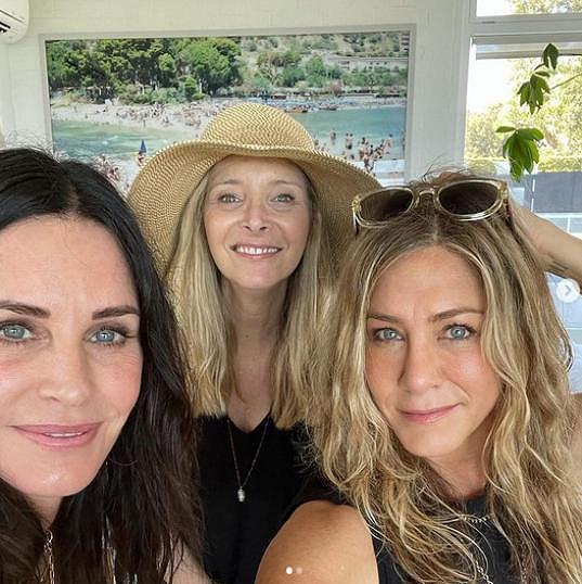 Trojice Courteney Cox, Lisa Kudrow a Jennifer Aniston to spolu táhne od dob Přátel.