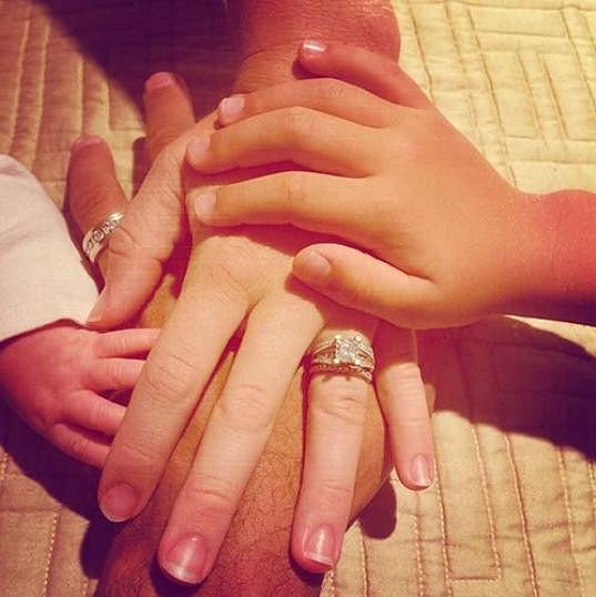 Před necelým měsícem ještě Kendra sdílela na sociálních sítích krásné rodinné snímky.