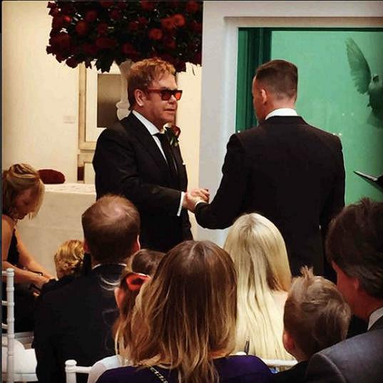 David s Eltonem si řekli ano po jednadvacetil letech...