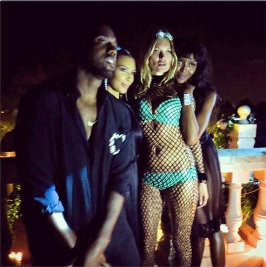 Kate Moss řádila s Naomi Campbell, Kim Kardashian a Kanyem Westem.