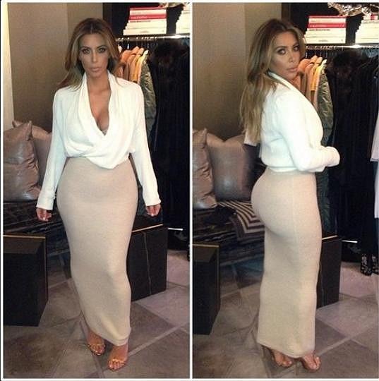 Kim Kardashian chtěla původně vyrazit k Ellen DeGeneres v tomto modelu.