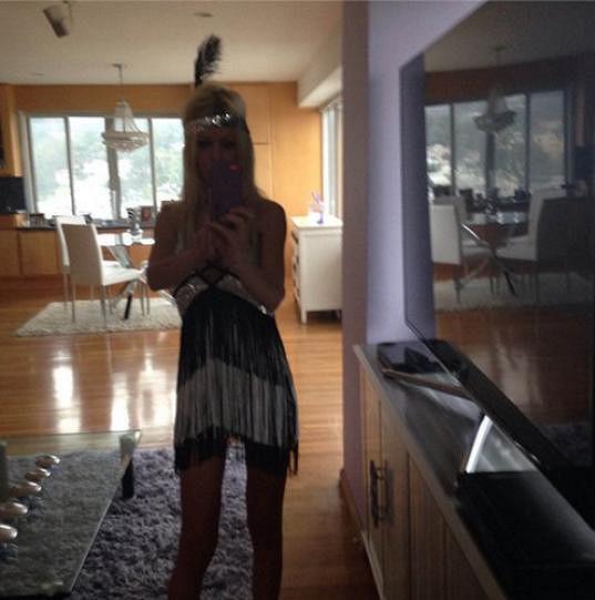 Tara Reid už ve svém retro kostýmu...
