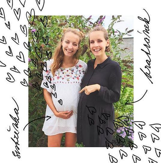 Gabriela Lašková a její sestra Jana (vlevo) krátce před narozením dětí