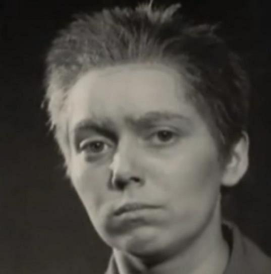 Mračící se Jiřina Jirásková.