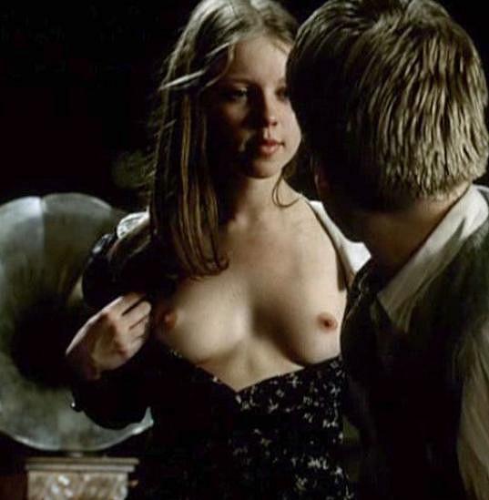 Tereza Herz (rozena Pokorná) se svlékla ve slavném filmu Láska mezi kapkami deště.