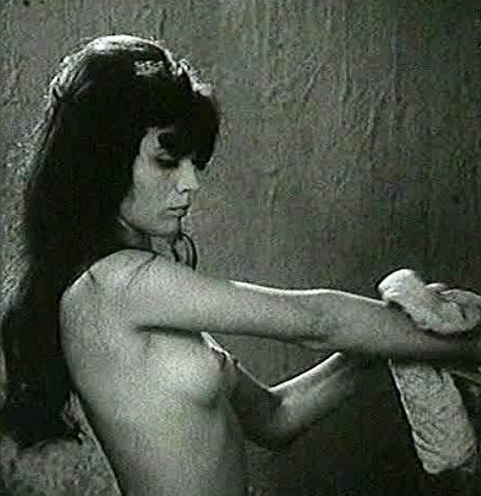 Emília Vášáryová se v jiném filmu nikdy nesvlékla.