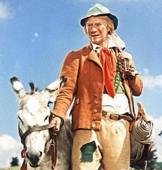 Ladislav Pešek si v pohádce Obušku, z pytle ven! zahrál potulného muzikanta. Jeho oslík během natáčení splašil koně.