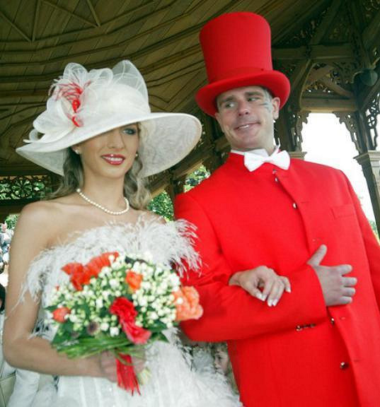 Poprvé se oženil v roce 2006, s matkou svého syna Forresta.