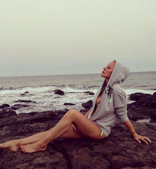 Simona Krainová si užívá na dovolené.