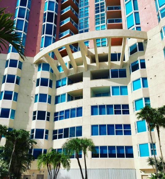 Rodina Zuzany Belohorcové přečká hurikán v této budově, kde žijí.