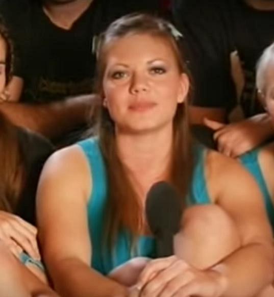 Její první zkušenost před televizní kamerou byla show Talentmánia, kde soutěžila s týmem JNS Cheerleaders.