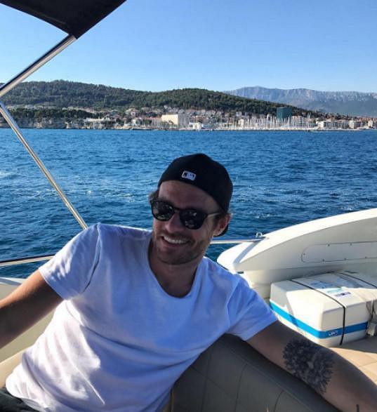 Leoš Mareš po Japonsku a Řecku relaxuje s partnerkou na Jadranu.