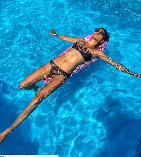 Andrea Kalousová se pochlubila postavou v plavkách.