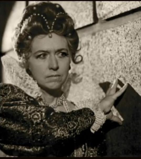 Tichánková ztvárnila desítky filmových a divadelních rolí.