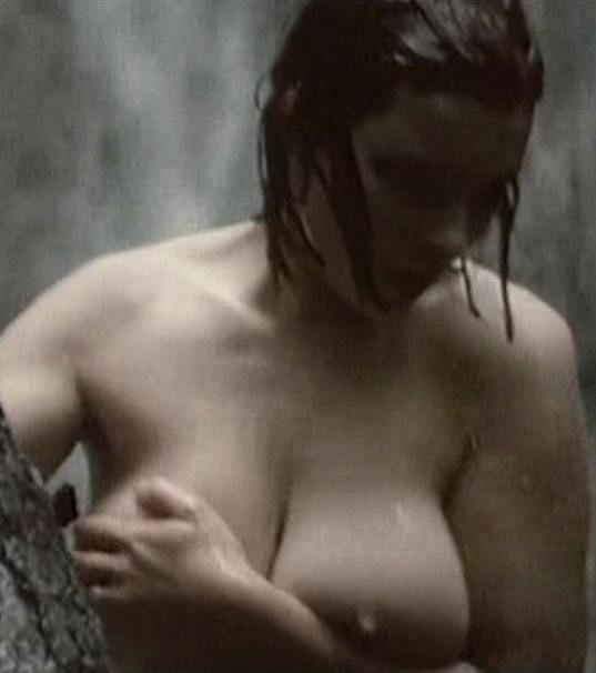 Ve filmu Skleníková Venuša odhalila tělo.