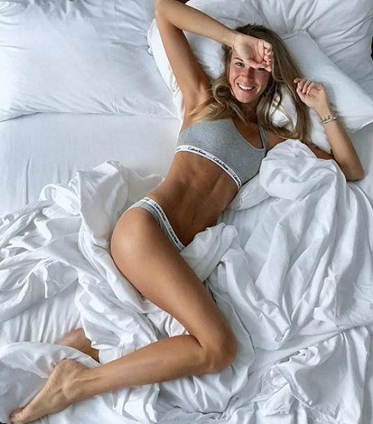A takto Jaromíra vítá v posteli.