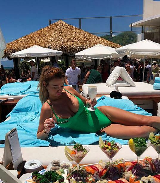 Užívala si na slavné Nikki Beach.