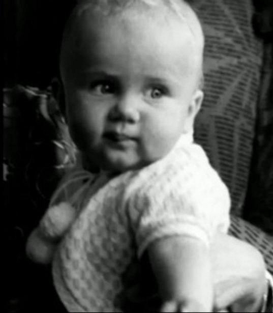 Ester Janečková jako malá holčička.