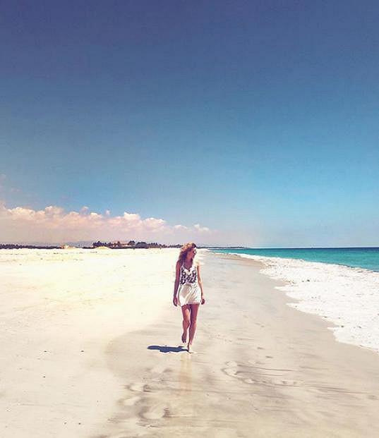 Nikol na pláži