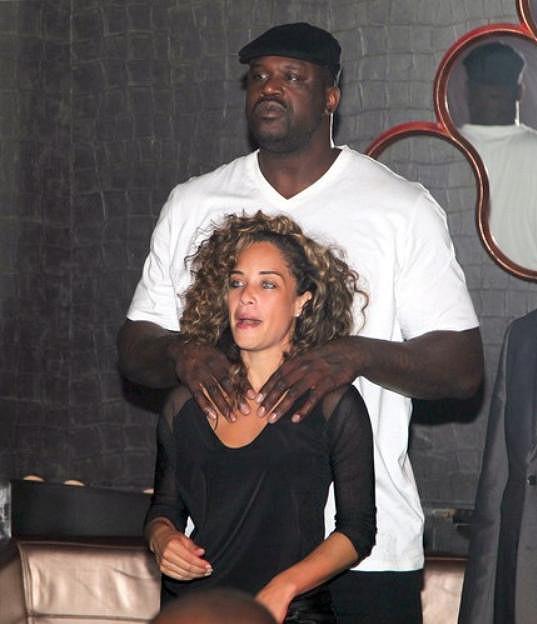 Obr Shaq s partnerkou v pařížském klubu