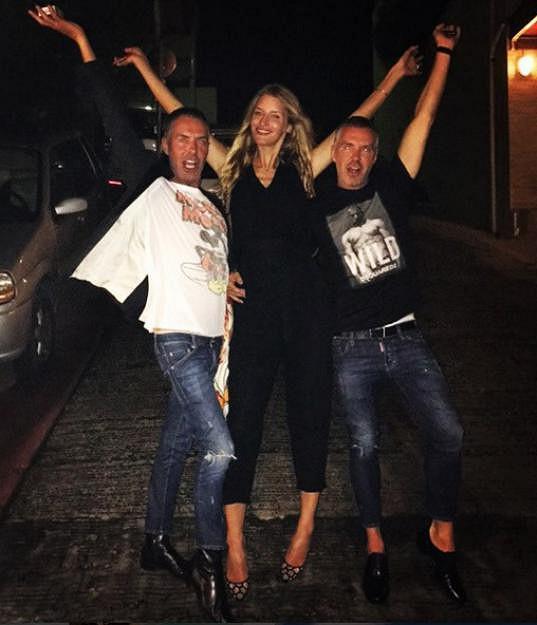 Během své nedávné dovolené na ostrově St. Barth trávila čas s návrháři Deanem a Danem Catenovými, kteří stojí za módní značkou Dsquared2.