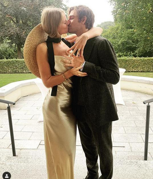 Toni Garrn se v Německu provdala za Alexe Pettyfera.