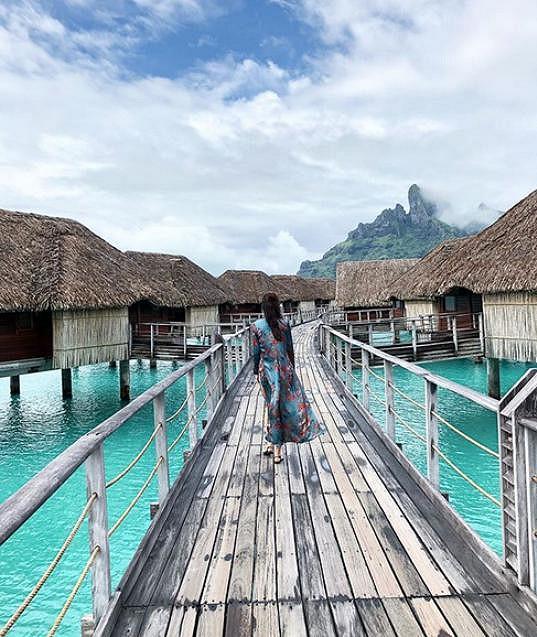 Monika Koblížková zprvu na Bora Bora stonala, ale už je v pořádku.