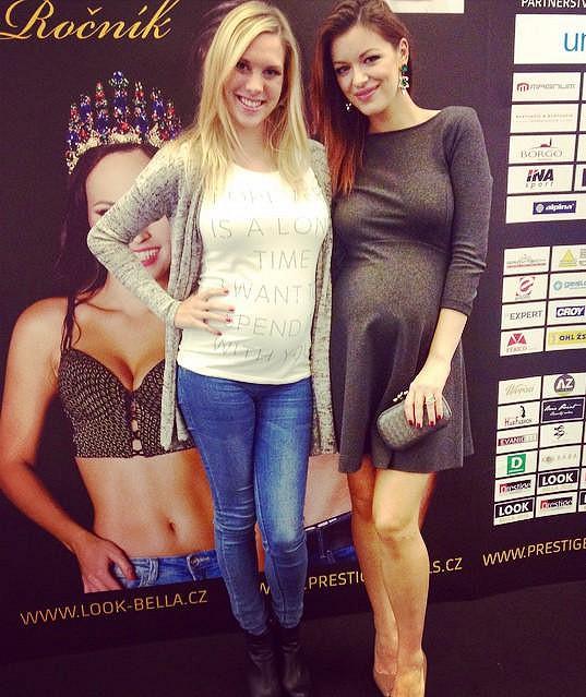Kristýna Šebíková s Jitkou Válkovou. Obě jsou v šestém měsíci.